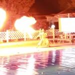 spettacolo del fuoco in piscina