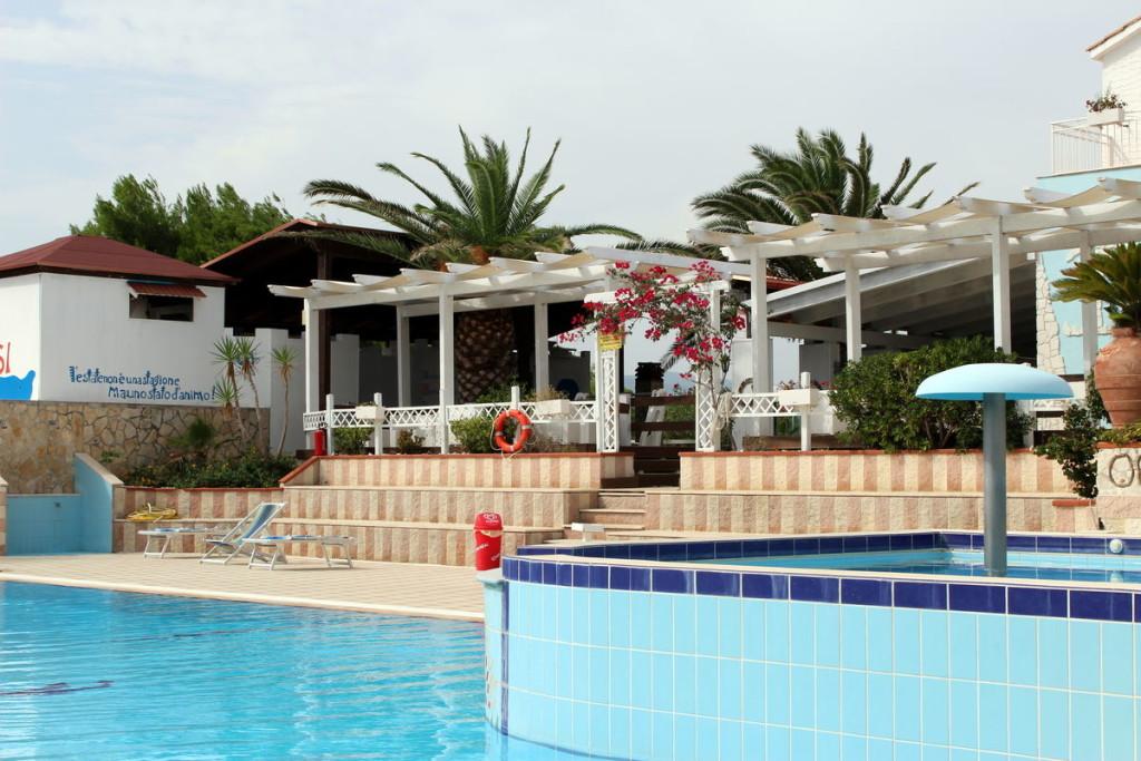 Oasi villaggio vieste direttamente sul mare con piscina for Piscinas merino